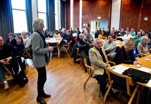 Kicki Bildt föreläser om hälsans betydelse för välbefinnandet hos både personal och chefer och om den ekonomiska betydelse den har.