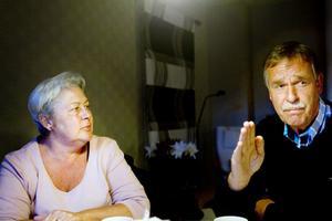 Lena Dyremark och maken Lars-Håkan Bjurman berättar om hur båten började luta kraftigt.