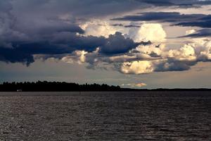 Ett underbart oväder drog in över Mälaren när vi var och fiskade i sommras. 4kunde inte låta bli att ta denna bild.