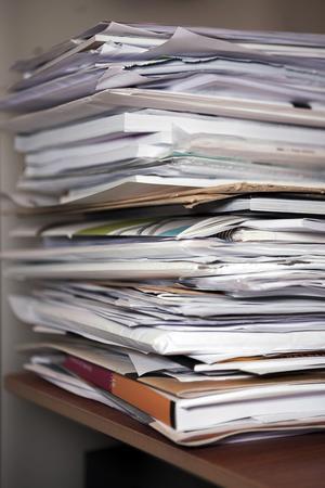Pappersarbete. Alla följer samma regelverk, så den enda slutsatsen man kan dra är att kommuner och länsstyrelser på olika ställen i landet har olika syn på hur service till företagen ska prioriteras, skriver Jens Hedström. foto: scanpix