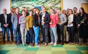 Micael Löfqvist, vd för Mittsverige vatten, till vänster, står tillsammans med den nyexaminerade gruppen.