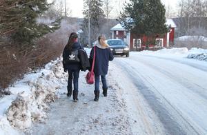 Vintertid blir trafikproblematiken längs den smala Bärkevägen med dess smala gångbanor än mer påtaglig.