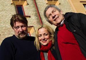 Rolf Lassgård, Lia Boysen och John O Olsson har stannat till i Sundsvall efter att ha tillbringat ett par dagar i Viskan med att läsa manus på plats. Kanske börjar inspelningen så smått redan i höst.