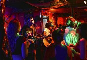 Reggae-bandet på Pukka Bar i El Nido får hela lokalen att dansa.   Foto: Anders Pihl