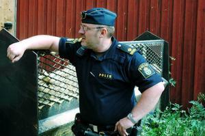Sven-Erik Svensson, vid Östersundspolisen vill att alla föräldrar i området pratar med sina barn om hur farligt              det är att leka med tändstickor i anslutning till ett sågverk. Foto: Sandra Högman