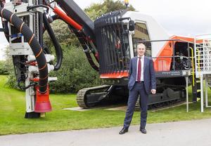 Vid Sandviks kapitalmarknadsdag hösten 2013 poserade Olof Faxander framför en av Sandviks nya gruvmaskiner.