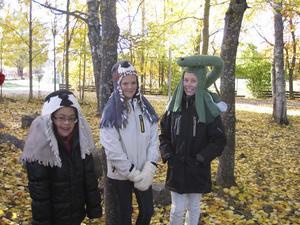 Lekfull inlärning. Tilde Lundin, Sanna Adamsson, Malin Nilsson på Ormkärrskolan har fått klä ut sig.