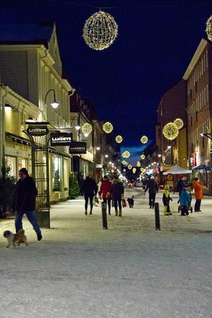 Med vinterklädda gator och julbelysningen tänd fick delar av Östersunds centrum en riktig julstämning över sig.