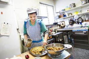 Phun Boonta Astonius driver Zep Zep Thai Take Away i Ljusdal, där man både kan köpa thailändska råvaror och färdig hämtmat.