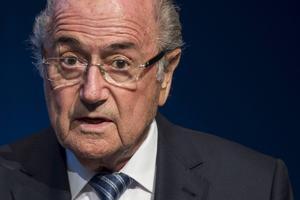 Sepp Blatter meddelade på tisdagen att han avgår som Internationella fotbollsförbundets ordförande, bara fyra dagar efter att han blev omvald.
