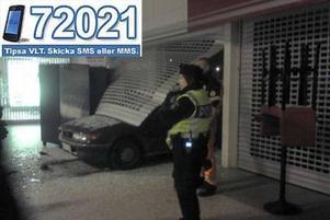 Januari. Fräcka tjuvar tog bilen genom Maxis entré.