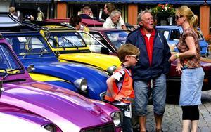 Röstade på bilar. Besökarna kunde rösta på charmigaste bilen. Första pris var en middag för två. Foto:Jan Dalevall