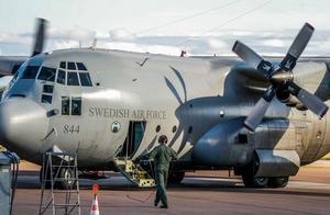 Flygvapnets TP 84 – Lockheed C130 Hercules – på besök i Västerås. En flygplanstyp med 60 år på nacken som håller än för tunga transporter.