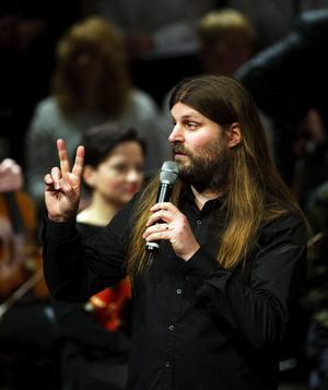 Orvar Säfström knöt ihop musiken med återblickar och lite allmän spelkunskap. Den klassiska musiken och orkestern har fått en renässans i och med spelmusiken.