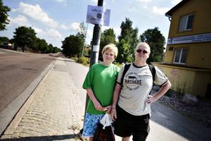 Kenny Eklund, 13 år, med pappa Tony Andersson åkte med badbussens premiärtur till Strandbaden.