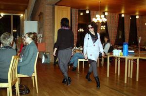 Anna Johnson ochTina Svensson visade upp kläder från sitt egna märke AnTi design.Foto: Carin Selldén