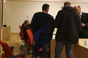 Den häktade läkaren i Falu tingsrätt dagen då beslut om häktning togs.