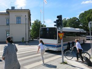 Att förlänga linje 7 till Öster Mälarstrand kostar mest. Bussen går varje halvtimme och från tidig morgon till sen kväll. I dag vänder den vid stationen.
