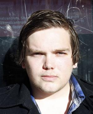 Robin Andersson, 21 år, arbetssökande, Sätra.– Jag tror att man vill få ordning på Sverige genom att sätta stopp för invandringen. Då kan man starta om och börja bygga upp landet från grunden och sedan börja ta emot invandrare igen.