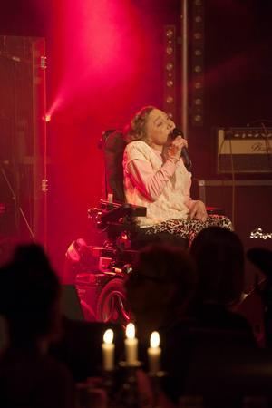 Monica Nyberg, från Kramfors, var kvällens enda artist från Västernorrland. Hon sjunger låten When you really love someone, skriven av Agnetha Fältskog.