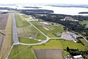 Kurt Åberg efterlyser en ekonomisk konsekvensanalys av Västerås flygplats.