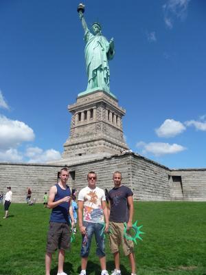 De tre killarna från Alfta var de första internationella besökarna i Frihetsgudinnan på åtta år.