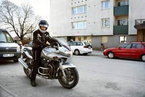 Våren ger dubbel glädje för motorcykelälskarna. Men frihetskänslorna får aldrig komma före säkerhetstänkandet, menar Peter Folkesson.
