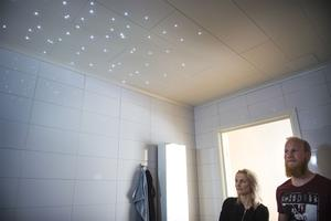 Badrummet är fantastiskt. Helkaklat och i taket är det 150 lysdioder som skapar en härlig stämning i rummet.