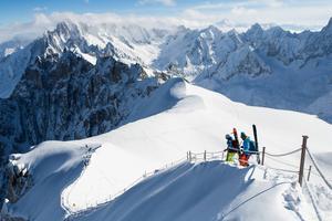 Håll ordentligt i repet, ett steg till vänster har du fritt fall ner till Chamonix.