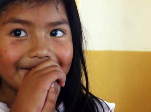 Mikaela Ortega har snart gått ett år i skolan i Carcelen Bajo och kan nu läsa, skriva och räkna, vilket innebär att hon till hösten kan börja ivanlig skola.