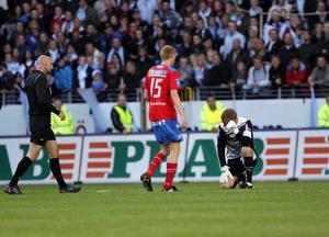 Pär Hansson attackerades av en supporter i derbyt.