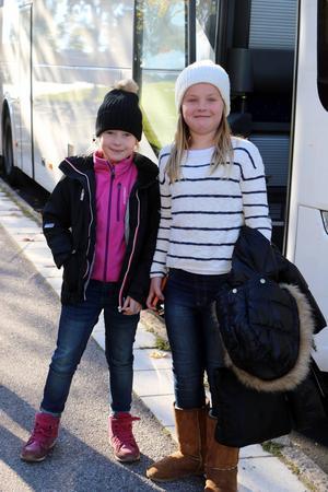 Emma Sjöberg och Lowa Eriksson från Valbo är säkra på att Sverige vinner och att Zlatan gör mål.