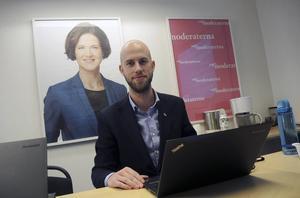 Länsordförande och riksdagsledamot Carl-Oskar Bohlin (M) vill inte sparka Anna Kinberg Batra.