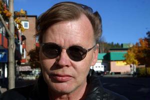 Yngve Näslund, 53, förtidspensionär, Ånge:–Det bir nog en helg framför TV:n.