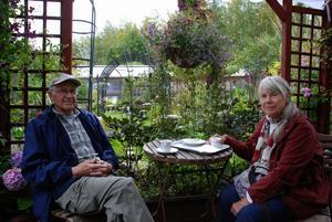Det är andra gången Lars och Ally Halvarsson besöker Bäsna Trädgård. Ally har följt varje avsnitt av engelska trädgårdar på teve och gillar att komma till Bäsna.