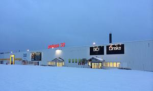 Nu är den framtida hyresgästen klar och det är Expo Stormarknad som flyttar in. Det är ett företag som 2012 omsatte nära 25 miljoner kronor, hade 11 anställda och gjorde 933 000 kronor i vinst.
