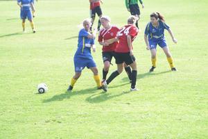 Kampen var hård mellan Wallviks Annica Dammbro och Stina Tannerstål och Stugsunds Isabelle Eriksson och Johanna Waller. Wallvik vann derbyt med 3–2.