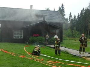 En villa i Bergshult började ryka under eftermiddagen.