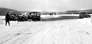 Klart för start i ett heat på en Stock Car-tävling någonstans i södra Hälsingland på 1950-talet.