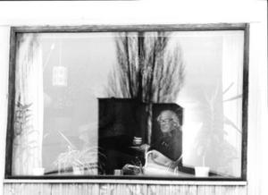 Ralph Erskine i den stol vid fönstret som syns på bilden till nedan.