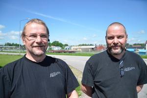 Företagarna Peter Larsson och Tomas Larsson hoppas att många kommer i dag när företagen på söder håller Öppet hus. Foto: Barbro Isaksson