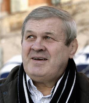 Pelle Svensson, advokat och brottare, Njurunda:   – Grattis ST. Jag har varit trogen läsare sedan 60-talet och sportjournalisten Tony Pettersson har skrivit många artiklar om mig. Tidningen betyder mycket och jag vill absolut inte att sjudagarsutgivningen ska försvinna.