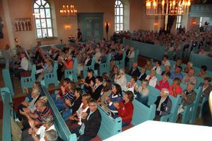 Fullsatt i Sollerö kyrka, 620 personer räknades in.
