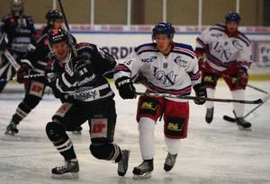 LN 91 hade ledningen mot ÖHC i lördags. Men tappade den för slutlig seger till Östersund, 3–2. Samma siffror blev det mot Hudiksvall i går. Fast då var ÖHC på den förlorande sidan.  Foto: Thomas Jarnehill