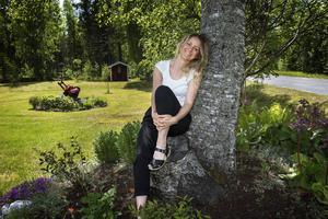 Hon har svårt att koppla av, Malin Berglund, men hemma i Kasaåsen hos mamma och pappa finns lugnet och möjligheten att bara vara.