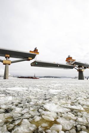 Insändarskribenten menar att missförhållandena för de som arbetat med Sundsvallsbron har varit många. Genom en ändring i lagen vill de få bukt med liknande problem i framtiden.