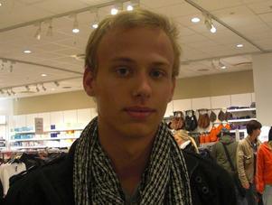 Oskar Forsberg, 19 år, jobbar:1. Hösten är den sämsta årstiden, det är så kallt och ruggigt.2. Mitt tips är att ha tjocka kläder.
