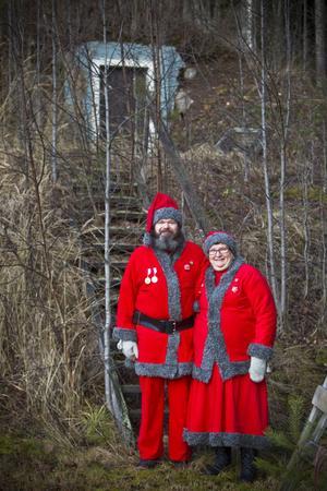 Tomtemor och tomtefar bor på hemlig plats i skogen.