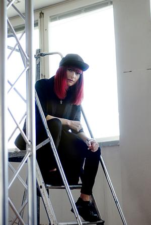 Melanie Wehbe beskriver arbetet runt Melodifestivalen som otroligt intensivt.