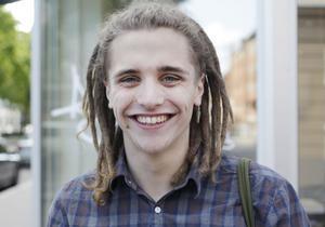 Gustaf             Modin, 18 år, studerande, Gävle:– Oj, jag vet inte. Ingen aning. Kultur antar jag. Det och/eller vackra kvinnor.
